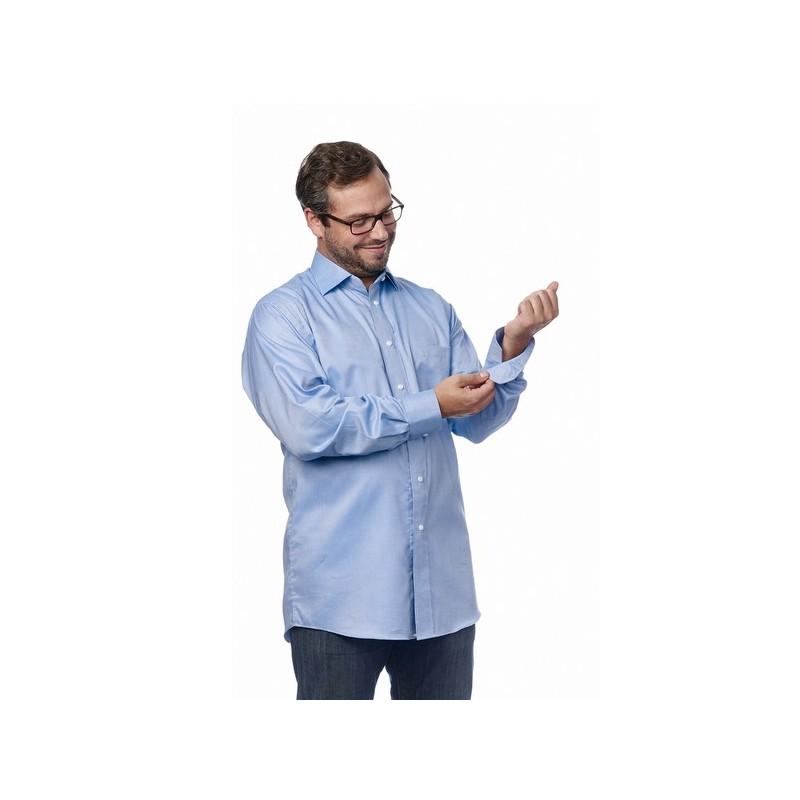 camisa adaptada con imanes que suplen a los botones